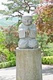 Statues de moine dans le temple. Image stock