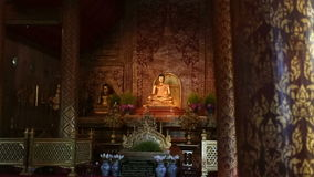Statues de Phra Singh Bouddha, Chiangmai Thaïlande (chariot tiré) clips vidéos