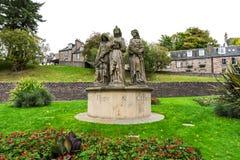 Statues de saints de foi, d'espoir et de charité devant Ness Bank Church, Inverness, Ecosse photo stock