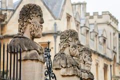 Statues de Sheldonian. Oxford, Angleterre Photographie stock libre de droits