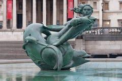 Statues de sirène sur la fontaine sur la place de Trafalgar à Londres Photo stock