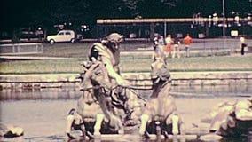 Statues de Versailles des années 1970 de Paris banque de vidéos