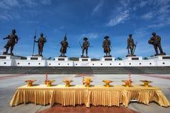 7 statues des anciens rois thaïlandais au parc de Ratchapak Photo libre de droits