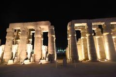 Statues des pharaons au temple de Louxor Egypte Photographie stock