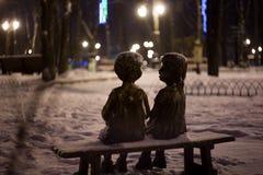 Statues en bronze bloquées par la neige Images libres de droits
