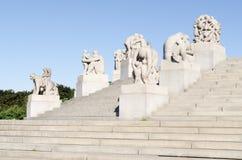 Statues en parc de Vigeland en été d'Oslo Photo stock