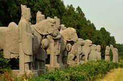 Statues en pierre des gardes et des animaux - tombes de dynastie de chanson photographie stock libre de droits