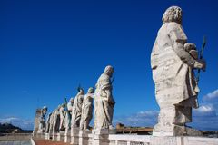 Statues Over St Peters Square Royalty Free Stock Images