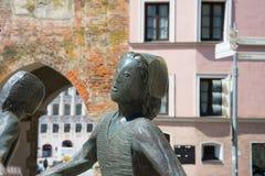 Statues près de place principale photos stock