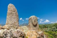 Statues préhistoriques dans les collines de la Corse - 3 photos stock