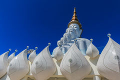 5 statues se reposantes de Bouddha Photographie stock