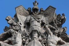 Statues sur la façade de Musee Du Louvre Photos libres de droits