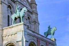 Statues sur la façade du Sacre Coeur photographie stock libre de droits