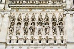 Statues sur la façade du St Maurice Cathedral Angers, franc Image libre de droits