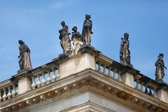 Statues sur le nouveau palais sans Souci Photo stock