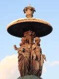Statues sur une fontaine Photo stock