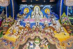 Statues thaïlandaises de littérature à décorer sur le mur bouddhiste d'église photo libre de droits