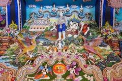 Statues thaïlandaises de littérature à décorer sur le mur bouddhiste d'église photographie stock