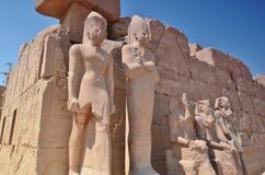 statues thebes de temple de série de karnak de l'Egypte Lyuksor Egipet Images stock