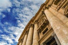 Statues Vatican Rome Italie de basilique du ` s de Peter de saints de façade Images libres de droits