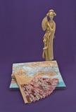 Statuetta di una donna giapponese e di un fan Immagini Stock Libere da Diritti