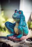 Statuetta di una rana verde Fotografia Stock Libera da Diritti
