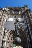 Statuetta e cattedrale, Siviglia, Spagna. Fotografia Stock Libera da Diritti