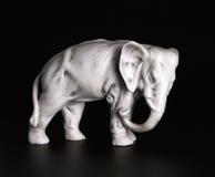 Statuette ελέφαντας ΧΙΧ αιώνας (που ψήνει σε ένα μπισκότο) Στοκ Φωτογραφίες