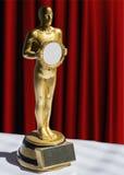 Statuette του Oscar κόκκινο courtain βραβείων στοκ εικόνες