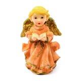 Statuette d'ange de porcelaine avec le livre d'isolement sur le fond blanc Photographie stock libre de droits
