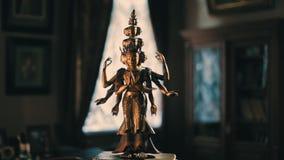 Statuette de bronze d'Avalokiteshvara clips vidéos