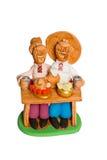 Statuette de deux amis mangeant à la table Images libres de droits