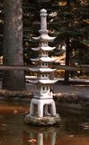 statuette en pierre de pagoda de Cinq-histoire en parc Image stock