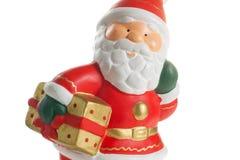 Statuette von Weihnachtsmann mit einem Geschenk Lizenzfreie Stockfotos