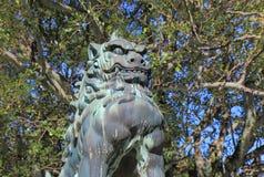 Stature de chien de lion de Komainu de Japonais Photos stock
