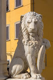 Status of Marzocco heraldic lion with shield in Piazza di Santa Stock Photography