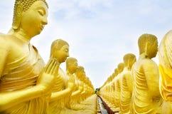 Statut de Bouddha au temple, Nakhon Nayok, Thaïlande Photos stock