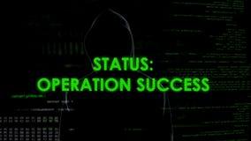 Statut de succès d'opération, argent de vol et de transfert de pirate informatique de banque images libres de droits