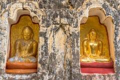 Statuts de Bouddha dans vieux Bagan Images stock