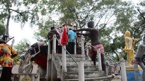 Statuy ducha i żywego trupu Preta piekło lądują przy Watem Phai Rong Wua zbiory