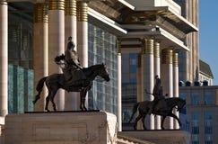 Statuy dwa generała Chinggis Khaan przy Rządowym Pala zdjęcia royalty free