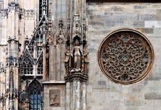 Statuy i wzrastali na St. Stephen katedrze Fotografia Royalty Free