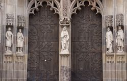 statuy na wejściu katedralny katolik Zdjęcia Royalty Free