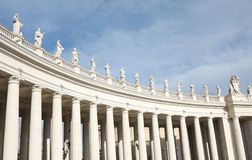 statuy nad kolumnada architekt Bellini w Sain fotografia royalty free