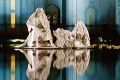 Statuy przy świątynia kwadratem Zdjęcia Royalty Free