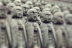 Statuy przy Japońską świątynią Obrazy Royalty Free