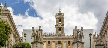 Statuy Rycynowy i Pollux przy Cordonata schodkami piazza Del Campidoglio kwadrat przed Kapitolińskimi muzeami w mieście obraz stock