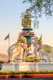 Statuy Trzy słonia zbliżają Uroczystego pałac, Bangkok, Tajlandia Zdjęcia Royalty Free