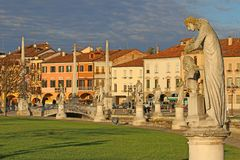 Statuy w Prato della Valle Padova Zdjęcie Royalty Free