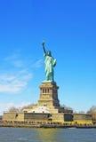 Statuy Wolności wyspa w wierzch zatoce Obraz Royalty Free